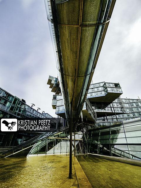 Deutschland, Hannover, Blick auf das futuristische Gebäude der Nord LB.