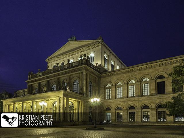 Deutschland, Hannover, Blick auf die Staatsoper, Oper, bei Nacht.