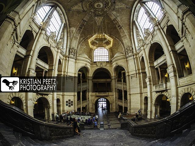 Deutschland, Hannover, Blick auf die Empfangshalle im Neuen Rathaus. Viele Touristen besuchen es täglich.